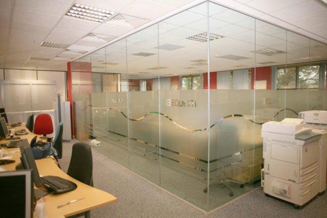 văn phòng bằng kính cường lực