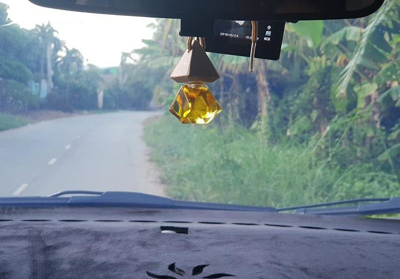 tinh dầu cho xe hơi