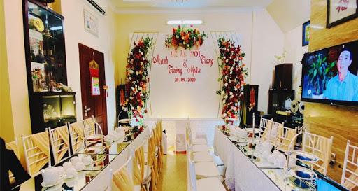 Phông đám cưới bằng hoa tươi
